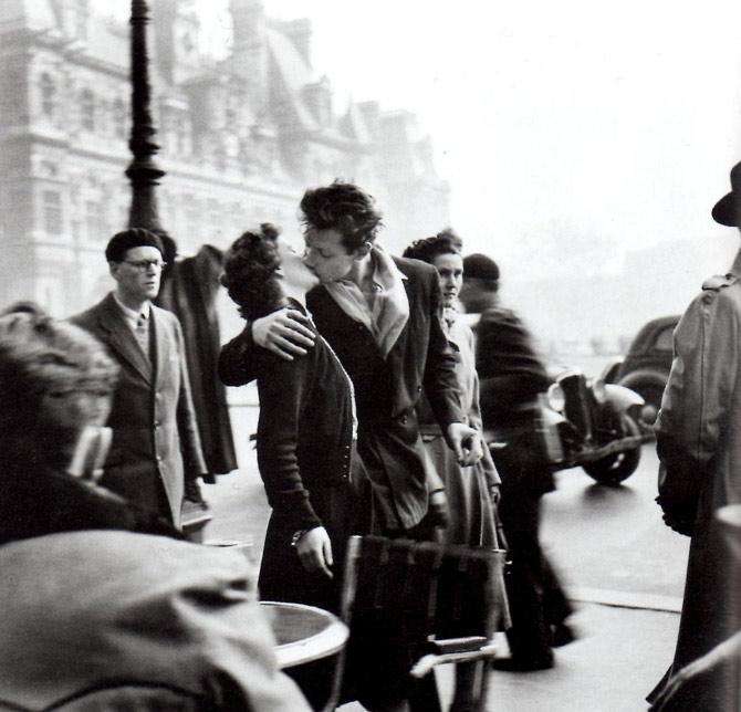 kiss-by-hotel-de-ville-robert-doisneau
