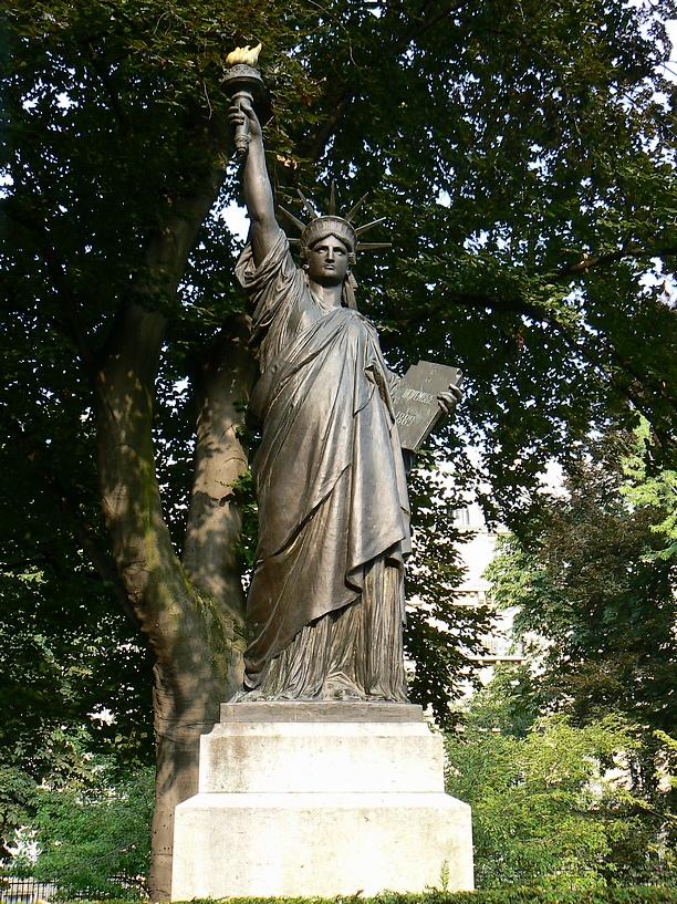 La_Statue_de_la_liberte_Jardin_Du_Luxembourg