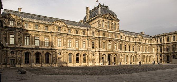 FRANCOFONIA_Louvre