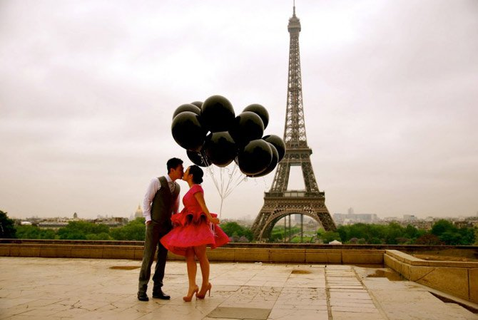 couple-kissing-2-paris-763x511