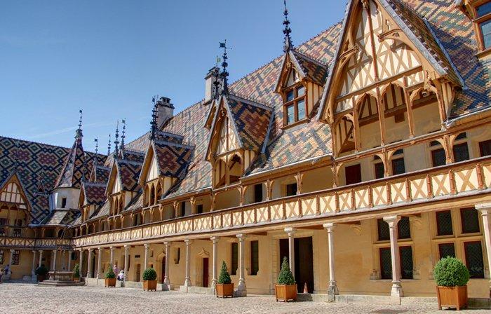 bourgogne-beaune-Fotolia_47474641_L