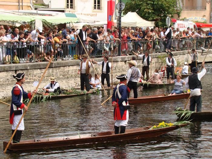 ile-sur-sorgue-marche-flottant