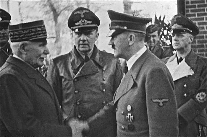 ww2-Bundesarchiv_Bild_183-H25217,_Henry_Philippe_Petain_und_Adolf_Hitler
