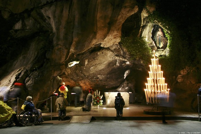 lourdes-Our-lady-of-lourdes-grotte