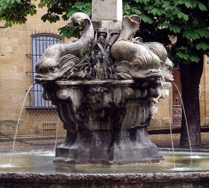 Aix_en_Provence-Fontaine_des_Quatre_Dauphins
